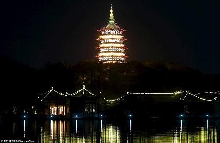 Tháp Lôi Phong ở Hàng Châu, Trung Quốc.