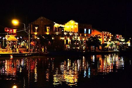 Cảnh Hội An về đêm thật huyền diệu. (Ảnh: Loi Nguyen Duc/Flickr)
