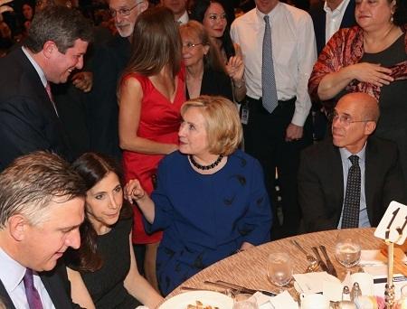 Những khoảnh khắc thú vị của bà Hillary Clinton bên các ngôi sao Hollywood