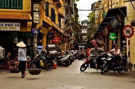 Và đừng quên khám phá khu phố cổ của Hà Nội. (Ảnh: Maarten Thewissen/Flickr)