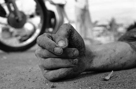 Đôi bàn tay chết chóc, tang thương.