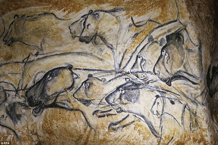 Hình vẽ phác họa một con linh dương trên vách đá.