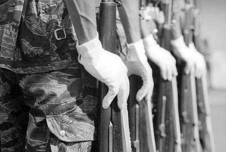 Đôi tay nhà binh.