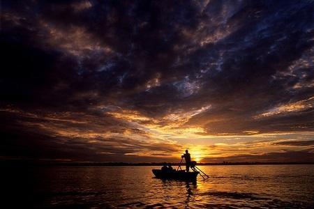 Này là cảnh mặt trời mọc… (Ảnh: Chris Guy/Flickr. Châu thổ sông Mekong)