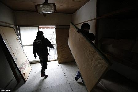 Căn phòng đã dần trở lại ngăn nắp, gọn gàng, sạch sẽ.