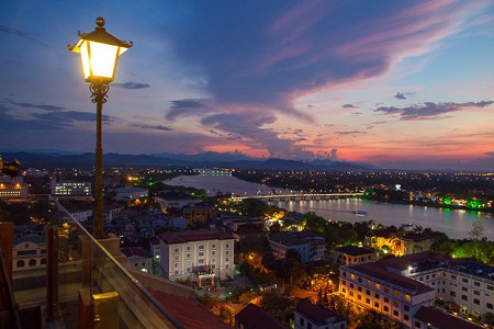 … Này là cảnh mặt trời lặn. (Ảnh: Hoang Giang Hai/Flickr. Huế)