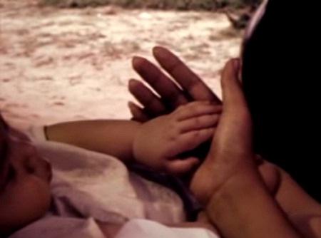 Những đứa trẻ rời xa vòng tay mẹ
