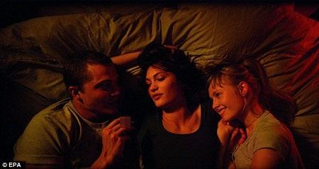Đạo diễn Gaspar Noe cùng các diễn viên trong phim xuất hiện tại buổi chiếu giới thiệu.