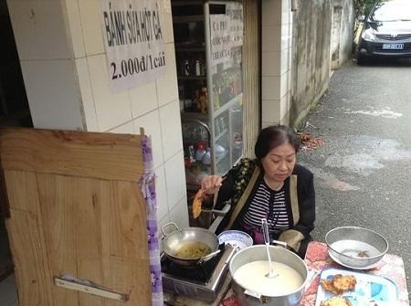 NSƯT Ngọc Hương dù bệnh tật vẫn phải bán bánh để có tiềm mua gạo mỗi ngày