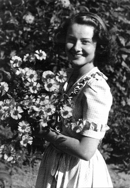 Hepburn năm 17 tuổi (1946).