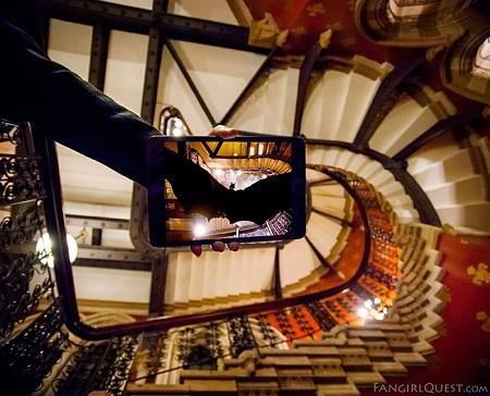 """Người Dơi sải cánh trong """"Batman Begins"""" ở khách sạn St. Pancras, London, Anh."""