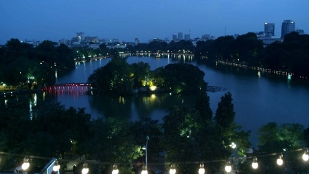 """Việt Nam đẹp như thế nào trong """"Tuổi thanh xuân""""?"""