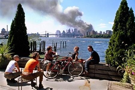 Ảnh chụp vụ tấn công khủng bố 11/9/2001 của nhiếp ảnh gia Thomas Hoepker