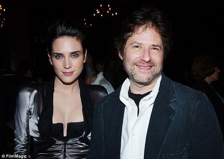 James Horner và nữ diễn viên Jennifer Connelly tại một sự kiện công chiếu phim năm 2003.