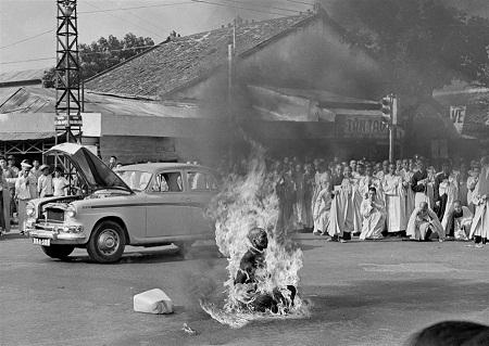 """Bức """"Nhà sư tự thiêu"""" do nhiếp ảnh gia Malcolm Browne thực hiện năm 1963"""