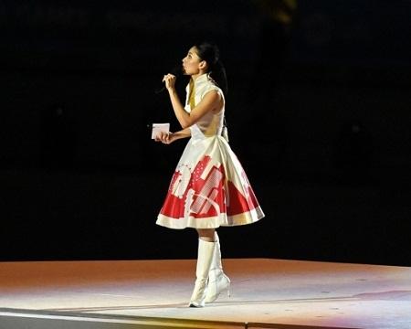 MC Âu Tinh Tiên trong lễ khai mạc SEA Games 28