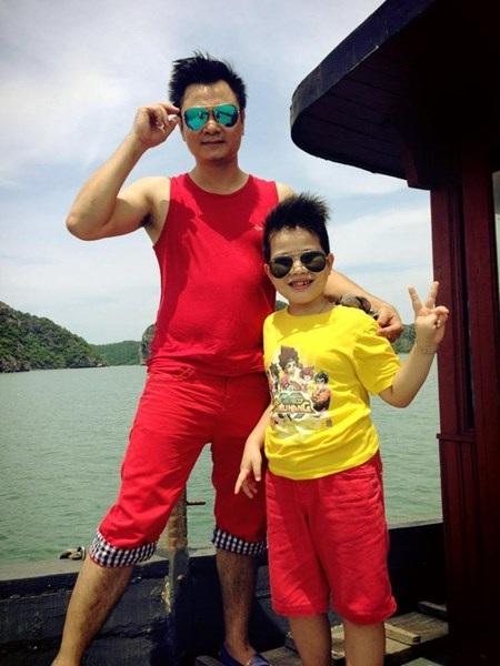 Con trai của Tự Long, bé Teppy khi đi du lịch cùng bố