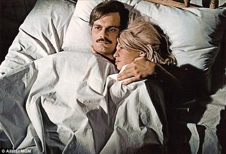 """Sharif và bạn diễn Julie Christie trong phim """"Bác sĩ Zhivago"""" (1965)."""