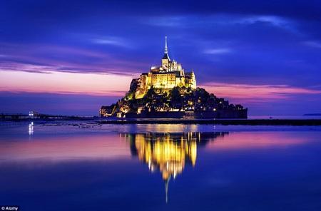 Hình ảnh lâu đài băng của Elsa trông rất sống động và chân thực.