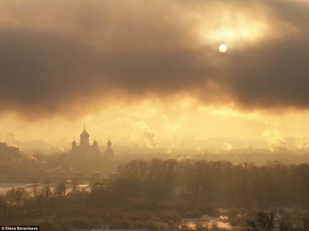 Sương mù bao phủ trên tu viện Nikolo-Perervinski ở Moscow, Nga - Tác giả: Elena Barantseva.