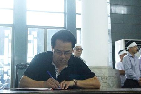 NSƯT Trần Nhượng viết sổ tang tiễn biệt thầy Đình Quang