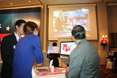 Tổng lãnh sự Mỹ tại TPHCM và các công dân Mỹ hồi hộp theo dõi những con số cập nhật mới