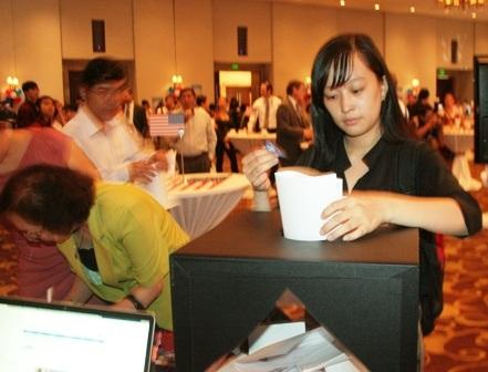 Hào hứng bỏ phiếu, dù chỉ mang tính tượng trưng