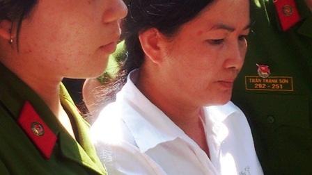 Dư Kim Liên bình thản trước tòa