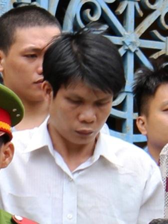 Bị cáo Lê Công Xuyến lầm lũi tại tòa