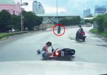 Hai tên cướp không ngờ hành vi của chúng đã bị camera ghi lại