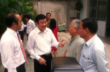 Chủ tịch nước Trương Tấn Sang ghi nhận các ý kiến của cử tri