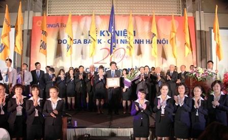 DongA Bank Hà Nội nhận bằng khen của NHNN