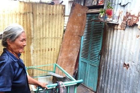 Căn nhà trọ nhỏ của mẹ con Nở ở cuối xóm lao động nghèo