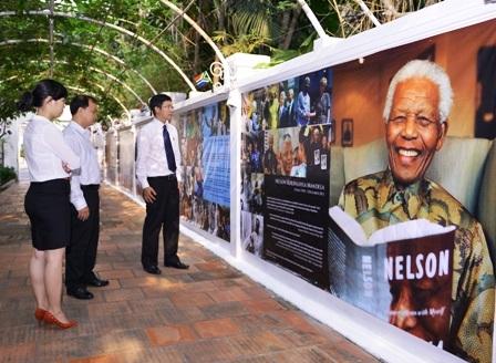 Tham quan, tìm hiểu về cuộc đời, sự nghiệp của cựu Tổng thống Nelson Mandela