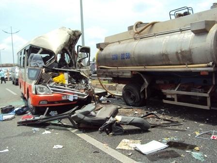 Chưa làm rõ trách nhiệm của tài xế xe bồn và đơn vị quản lý trong vụ tai nạn thảm khốc