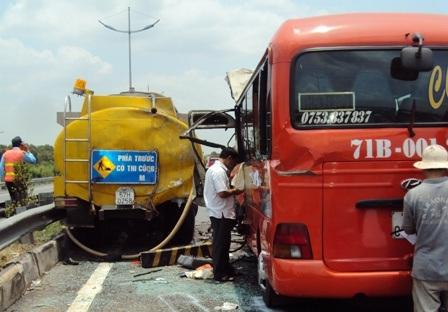 Chiếc xe bồn đã cản trở giao thông gây ra vụ tai nạn