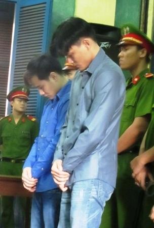 Hai kẻ giết người trước tòa