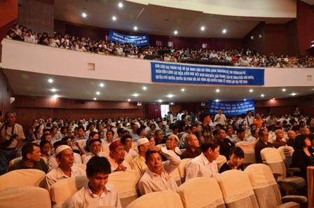 Hàng ngàn người tham dự mít tinh phản đối Trung Quốc