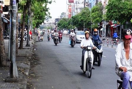 Đường Lãnh Binh Thăng (Q.11) dẫn vào Khu du lịch Đầm Sen