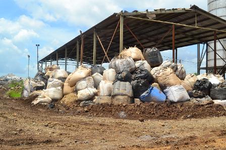 Hàng chục ngàn tấn chất thải nguy hại đang lưu giữ trong nhà máy luyện thép ở BR-VT