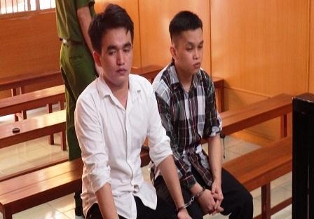 Hai bị cáo lừa đảo qua mạng tại tòa