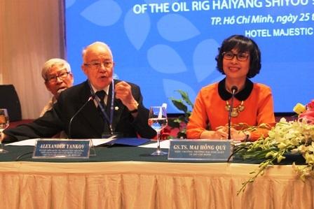 GS.TS Mai Hồng Quỳ (phải) cho biết, hội thảo lần này chỉ tập trung vào
