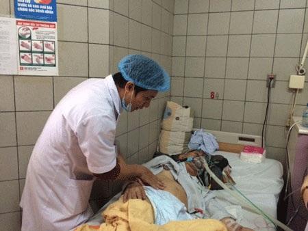 Bệnh nhân phổi tắc nghẽn mạn tính được điều trị tại BV Bạch Mai. Ảnh: H.Hải