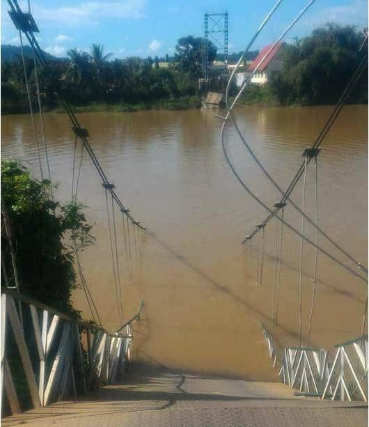 Cầu treo Tà Lài bị sập, chuẩn bị được vớt lên