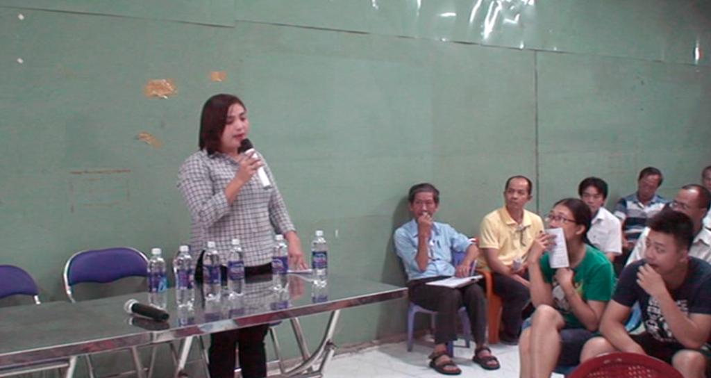 Bà Phan Thị Mỹ Tiên - Phó Chủ tịch UBND phường 9, phát biểu chỉ đạo tại hội nghị nhà chung cư (ảnh cắt từ clip)
