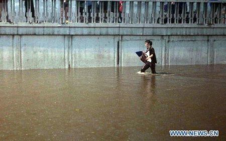 Mưa lớn gây ngập nặng tại Bắc Kinh, giao thông đình trệ - 7
