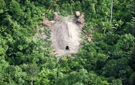 Những hình ảnh về bộ lạc biệt lập trong rừng Amazon - 2
