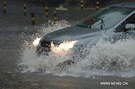 Mưa lớn gây ngập nặng tại Bắc Kinh, giao thông đình trệ - 9