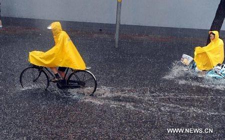 Mưa lớn gây ngập nặng tại Bắc Kinh, giao thông đình trệ - 12