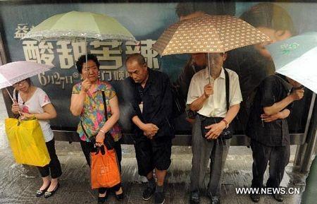 Mưa lớn gây ngập nặng tại Bắc Kinh, giao thông đình trệ - 10